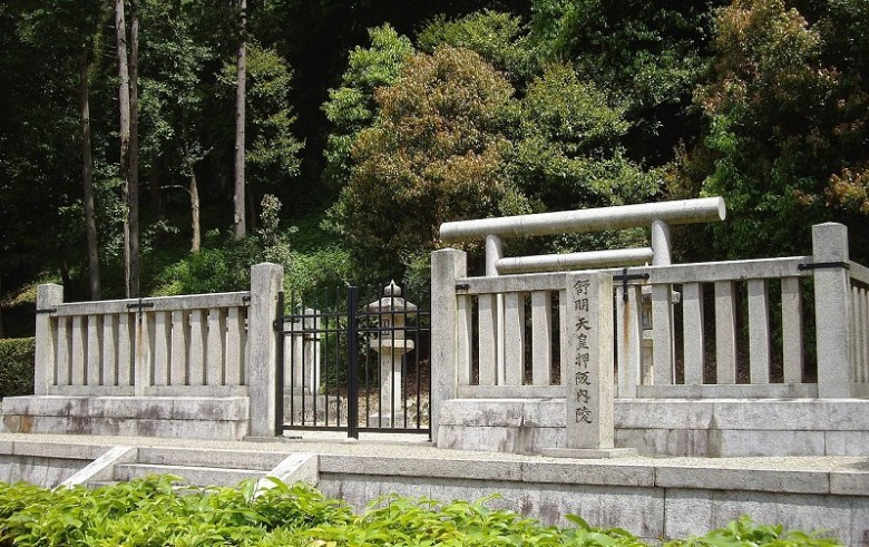 Mausoleum_of_Emperor_Jomei