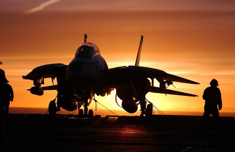 military-jet-fighter-569907_1280
